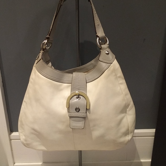🍀🍀👠👠White genuine leather bag by Coach